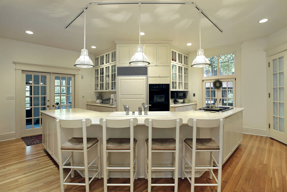 This U Shaped Kitchen Island Design Is Perfect For A Family Gather Spot