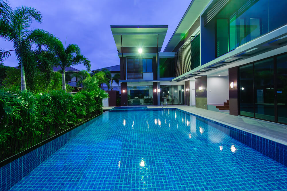 40 Beautiful Pools_25. This Tiled Swimming Pool Surrounded ...