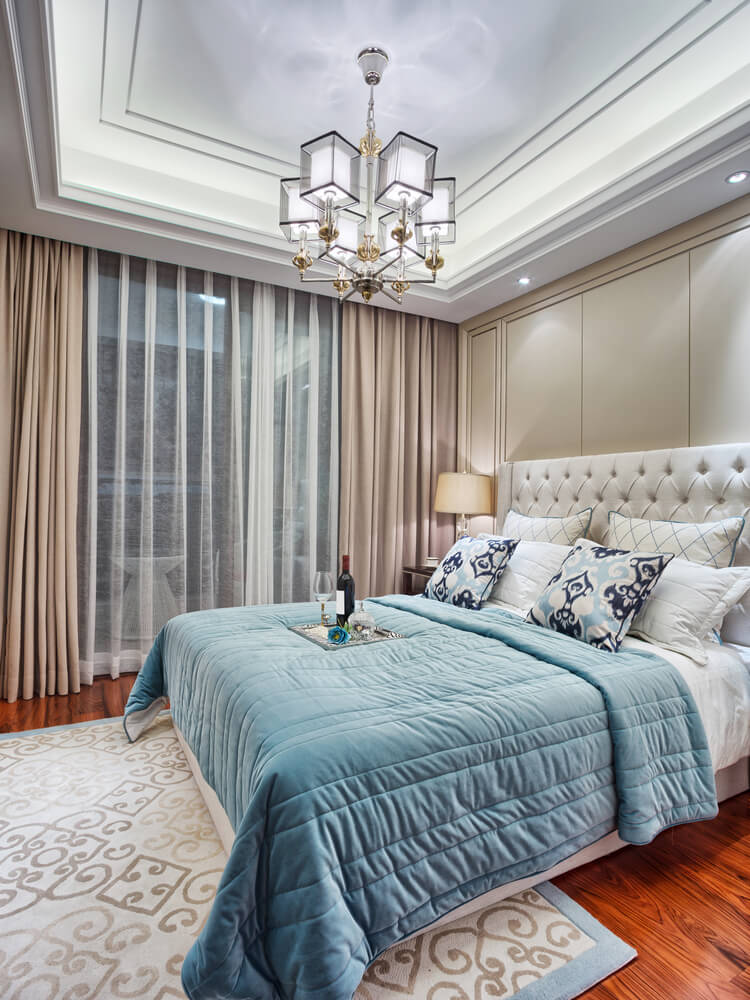 this color scheme includes light blue white and tan large beautiful white tufted headboard blue and white bedding with a variety of patterned accent