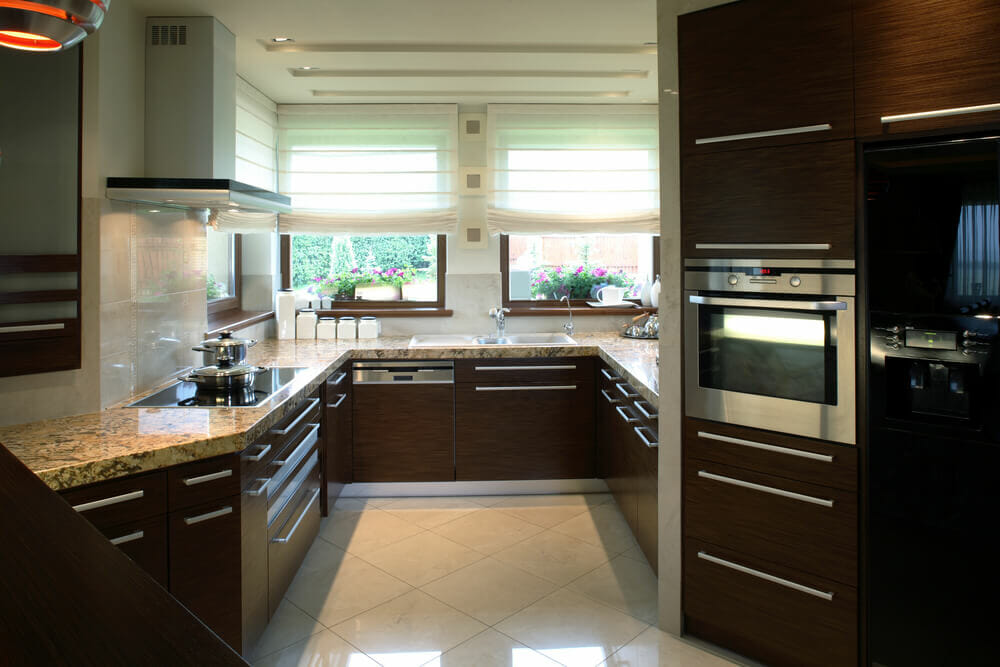 Superbe This Unusually Shaped Kitchen Uses The Large Window To Bring Natural Light  Into The Room,