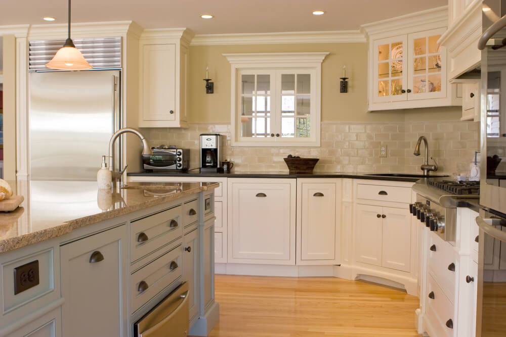 31 Kitchens With White Cabinets PICTURES