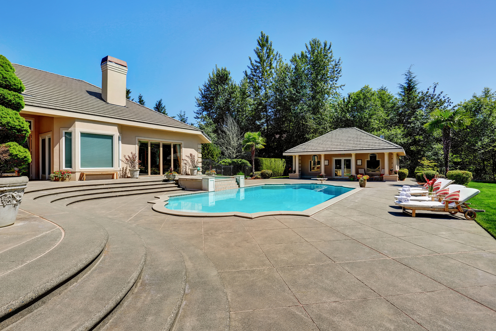 This stone decking is large and impressive, making this pool seem even more important than it is. The slightly lower level of the large section of decking also draws more attention to the pool itself.